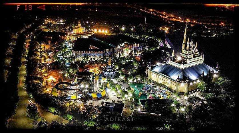 Atlantis Land Di Malam Hari
