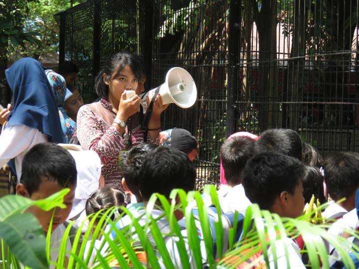 Edukasi Anak di Kebun Binatang Surabaya