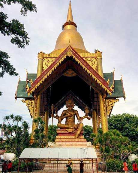 Patung Maha Brahma Empat Muka