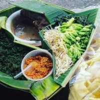 Pecel Semanggi Makanan Khas Surabaya